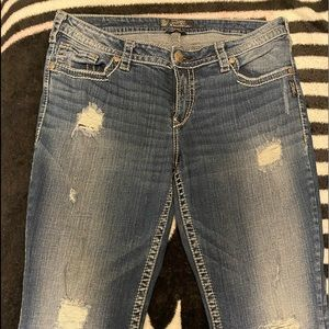 Distressed boot cut jeans w pocket details